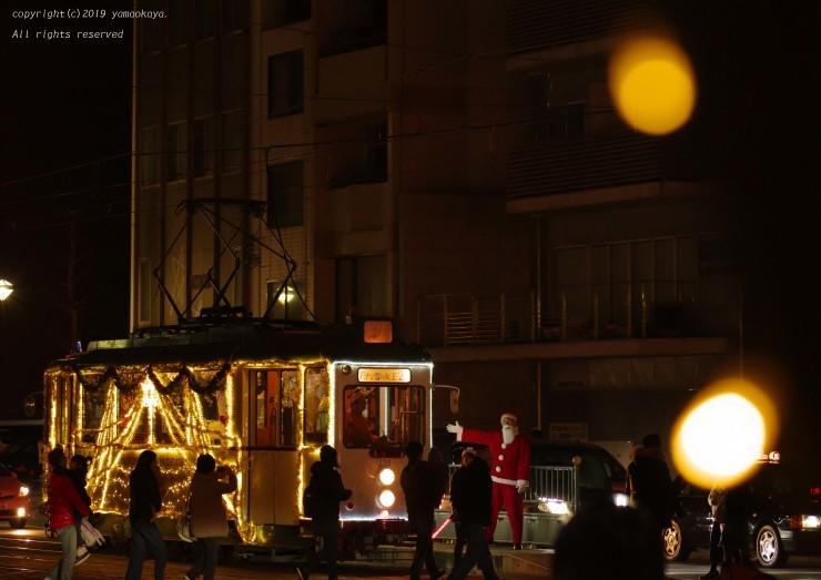 今年も走り始めたクリスマス電車_d0309612_00004969.jpg