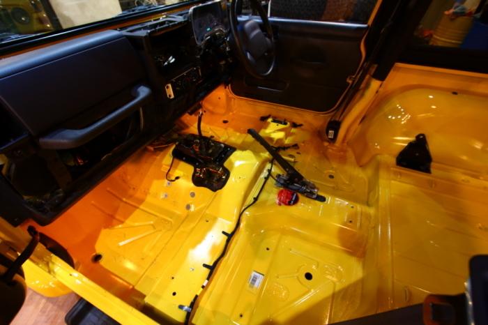 新型ジムニーご納車完了からソーラーイエローTJ内装清掃進行中_f0105425_19041356.jpg