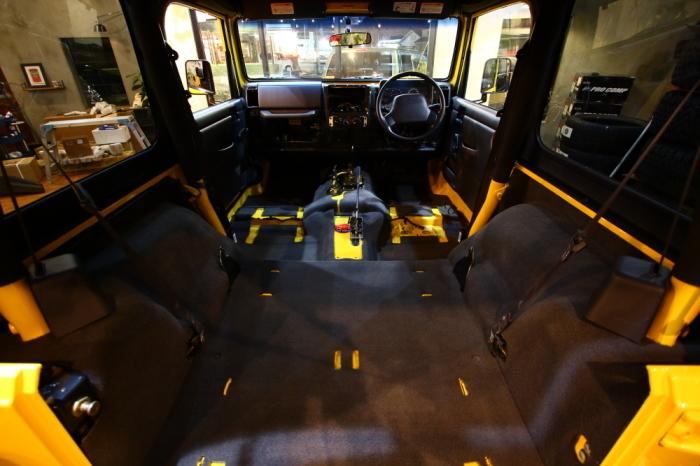 新型ジムニーご納車完了からソーラーイエローTJ内装清掃進行中_f0105425_19041593.jpg