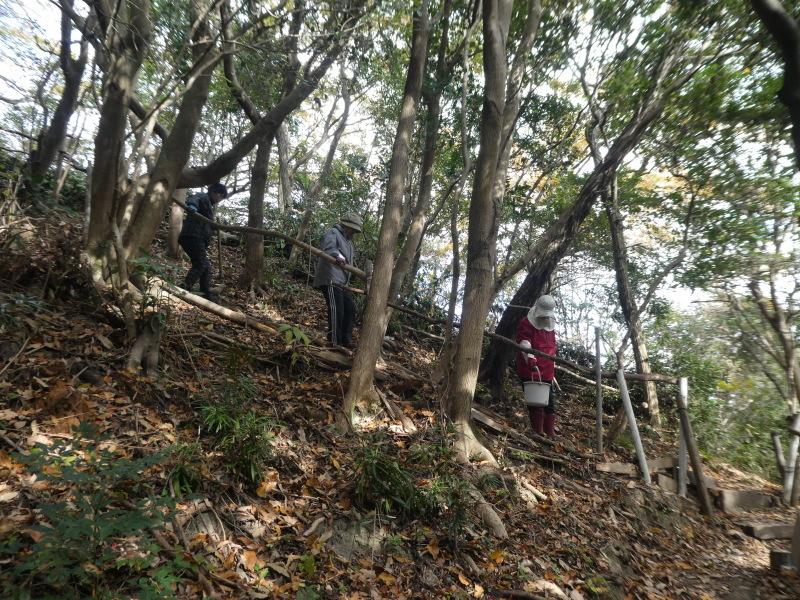 「みんなでワカメを育てよう!わかめ種付け」イベント準備手伝いと      草刈り・間伐材整理の定例活動・・・うみべの森_c0108460_17391899.jpg