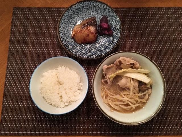 ごま味噌鍋で温まる_e0350971_12014094.jpg