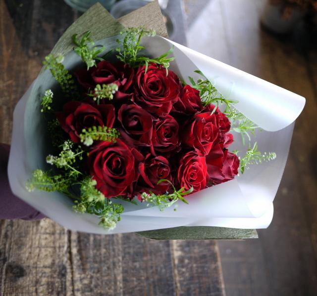 告白の花束。「赤バラ12本使って」。2019/12/11。_b0171193_17043168.jpg
