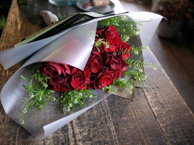 告白の花束。「赤バラ12本使って」。2019/12/11。_b0171193_17044132.jpg