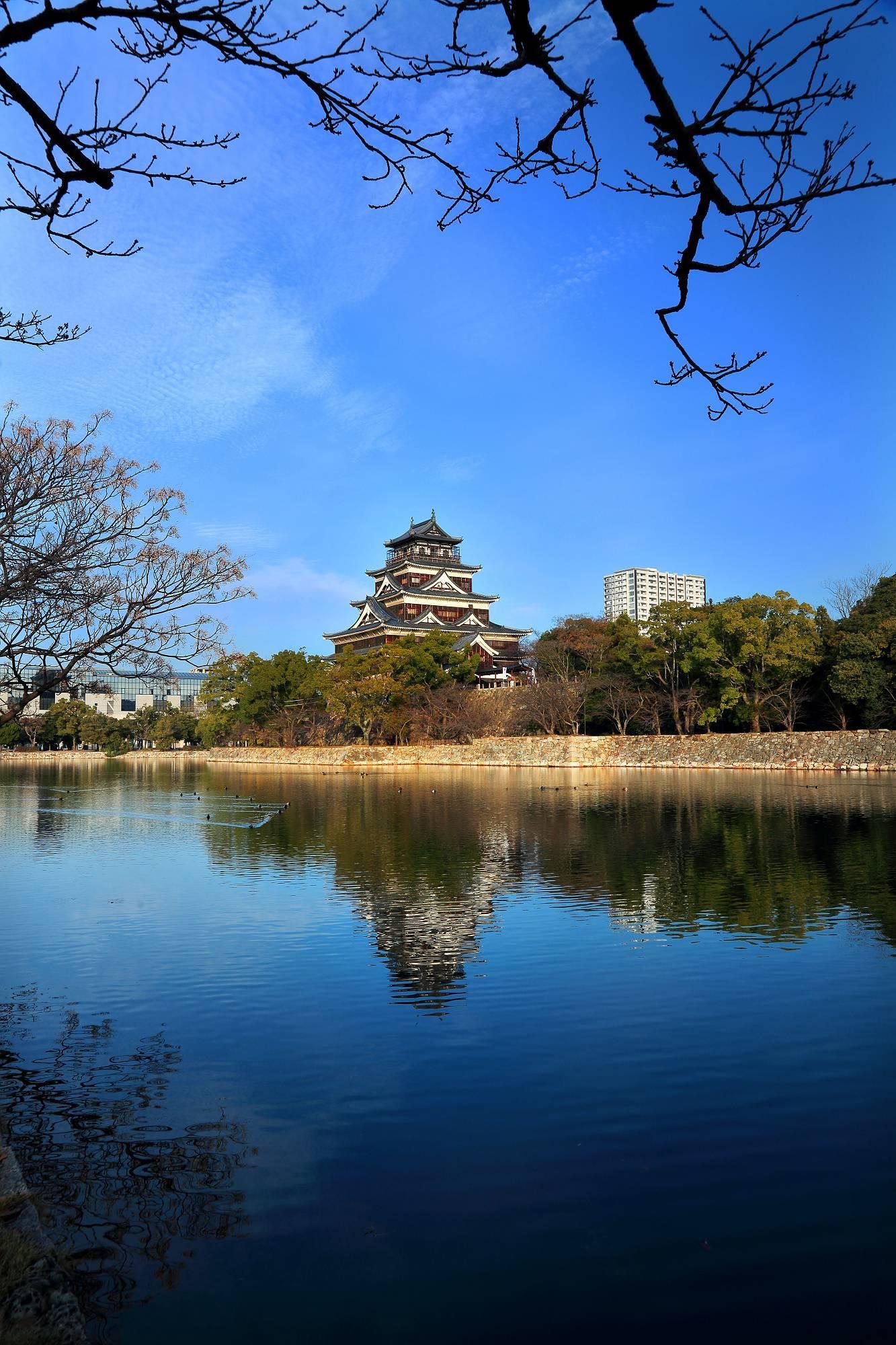 """青空に映える """"広島城"""" そのⅢ_a0140608_08025452.jpg"""