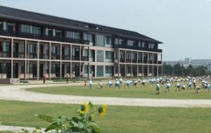 開校10年目という新しい小学校で、明日は金子みすゞコンサート_b0345420_20570589.jpg