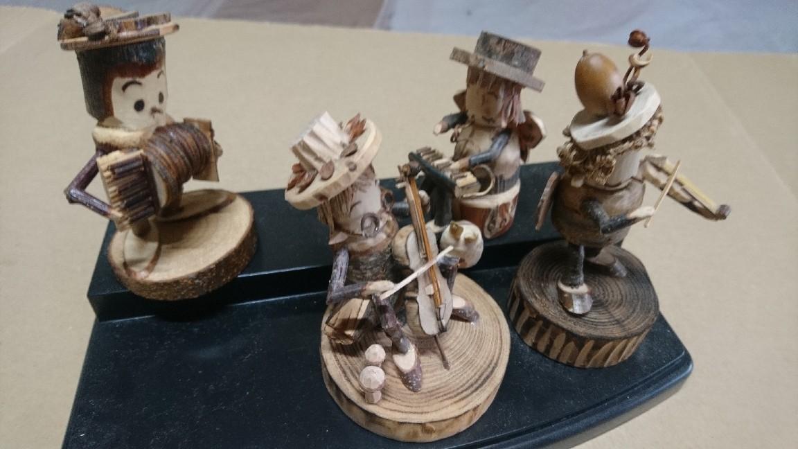 木製人形。障がい者さんが製作_b0106766_16315254.jpg