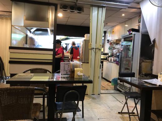 [食事]地元の人たちに紛れて洋式朝ごはんを...「台北駅近くの朝ごはん屋さん」(MRT台北車站)_e0171089_19003570.jpg