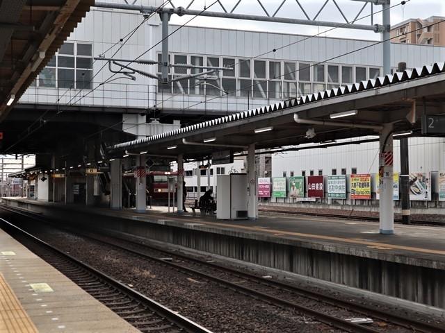藤田八束の鉄道写真@JR名取駅からの写真を撮りました。冬の寒い中貨物列車は走ります。_d0181492_23085168.jpg