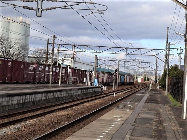 藤田八束の鉄道写真@JR名取駅からの写真を撮りました。冬の寒い中貨物列車は走ります。_d0181492_23093445.jpg