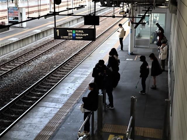 藤田八束の鉄道写真@JR名取駅からの写真を撮りました。冬の寒い中貨物列車は走ります。_d0181492_23102279.jpg