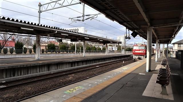 藤田八束の鉄道写真@JR名取駅からの写真を撮りました。冬の寒い中貨物列車は走ります。_d0181492_23103050.jpg