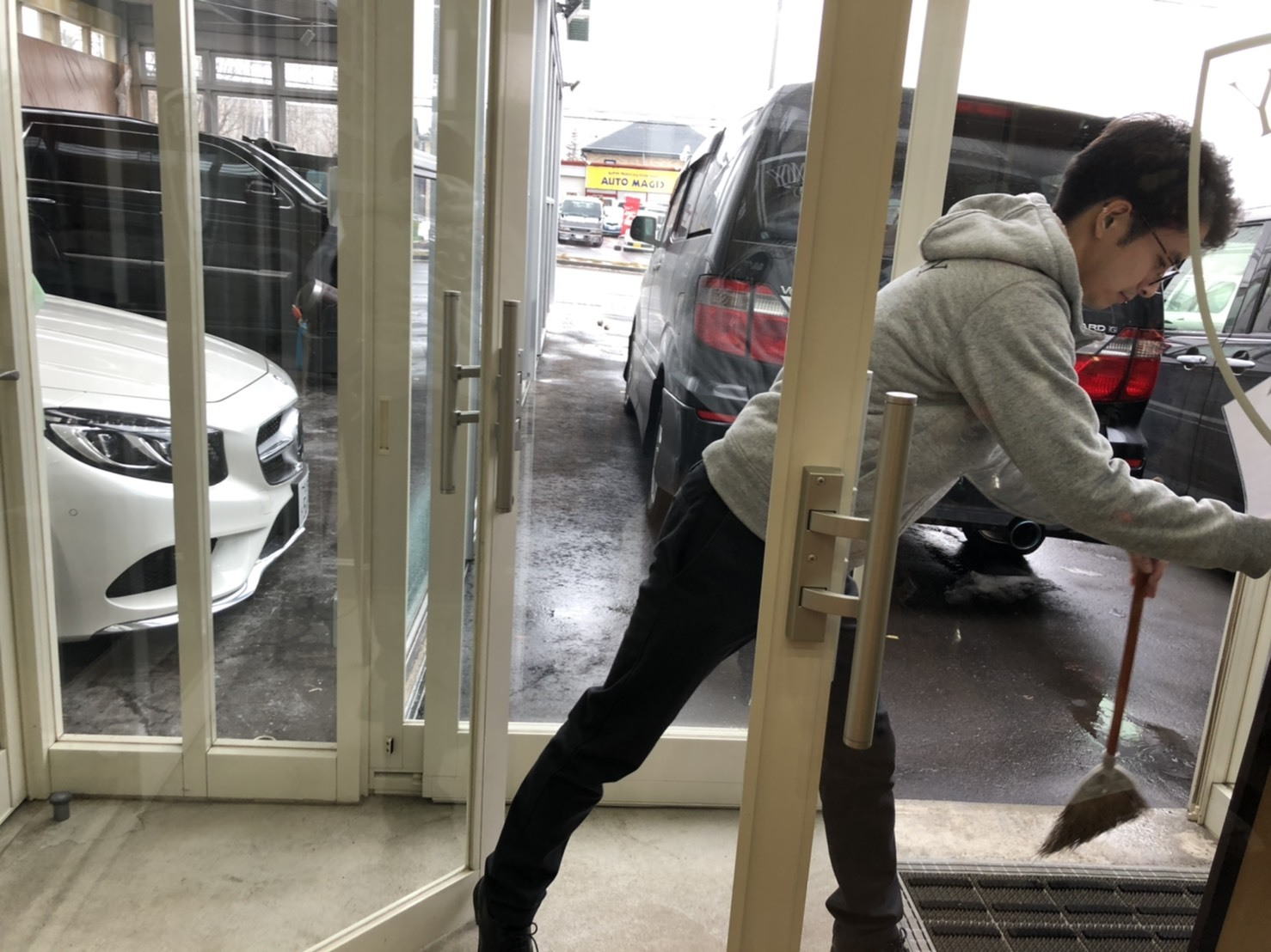 12月17日(火)本店ブログ♪ ハイエースバン 5ドアバン3.0DT スーパーGLロング 4WD_b0127002_15534240.jpg