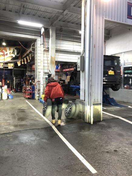 12月17日(火)本店ブログ♪ ハイエースバン 5ドアバン3.0DT スーパーGLロング 4WD_b0127002_17350701.jpg