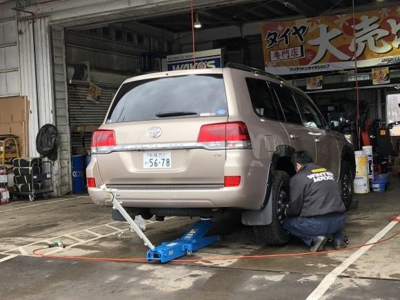 12月17日(火)本店ブログ♪ ハイエースバン 5ドアバン3.0DT スーパーGLロング 4WD_b0127002_17441170.jpg