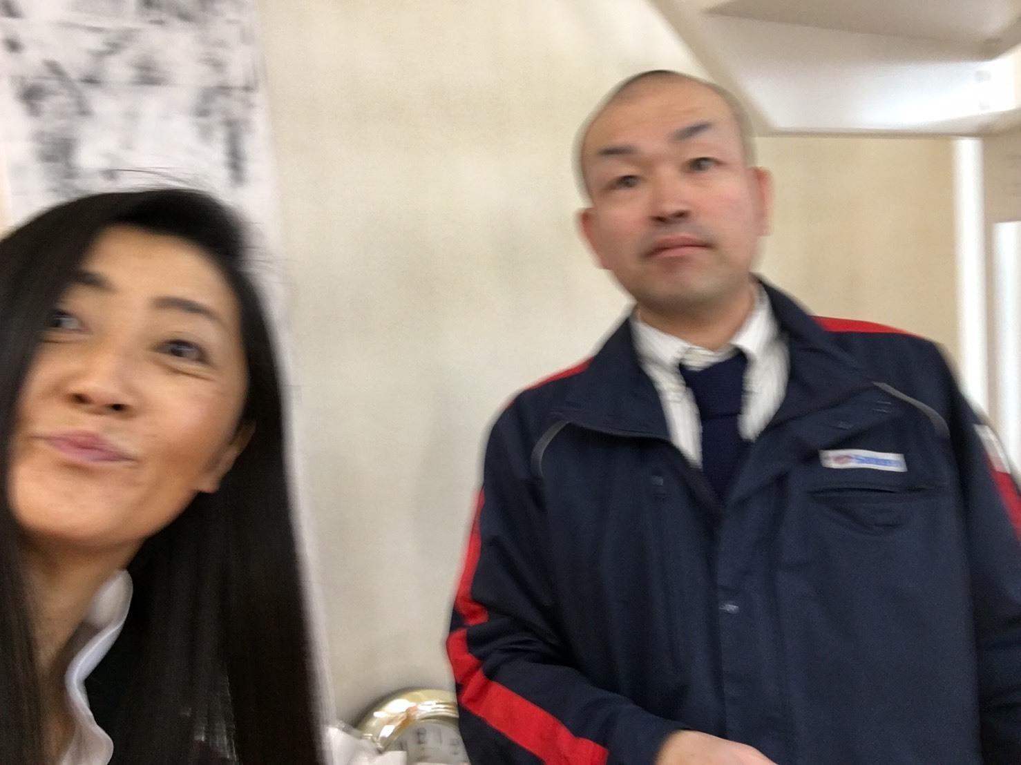 12月17日(火)本店ブログ♪ ハイエースバン 5ドアバン3.0DT スーパーGLロング 4WD_b0127002_17480391.jpg