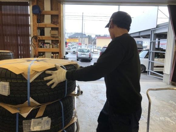 12月17日(火)本店ブログ♪ ハイエースバン 5ドアバン3.0DT スーパーGLロング 4WD_b0127002_17485053.jpg