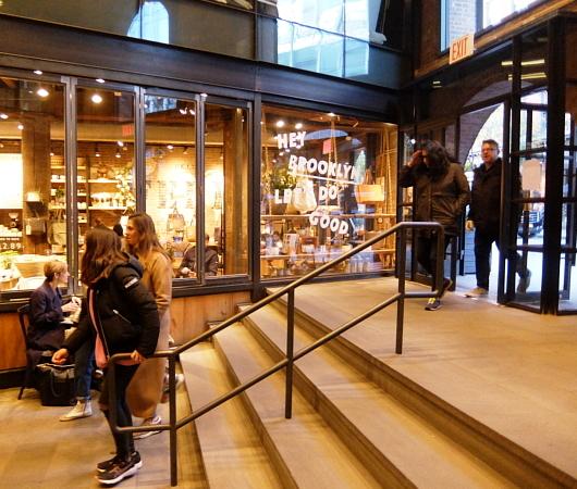ブルックリンの廃墟倉庫を改装してお店にしたエンパイア・ストアーズ(Empire Stores)_b0007805_13111079.jpg