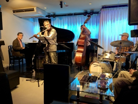 広島 ジャズライブカミン  Jazzlive Comin本日12月17日のライブ_b0115606_11342297.jpeg