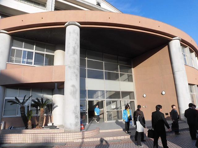 議会報告会で富士市立高校へ 生徒たちが熱っぽく語る「吉藤オリィ」さん _f0141310_06301936.jpg