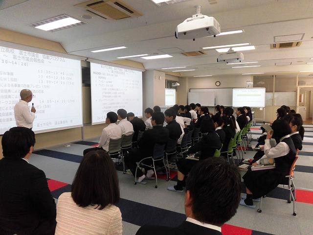 議会報告会で富士市立高校へ 生徒たちが熱っぽく語る「吉藤オリィ」さん _f0141310_06305227.jpg