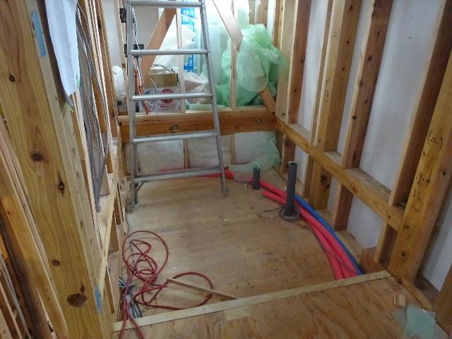 仙北町の家 大工工事が進行中です!_f0105112_04580985.jpg