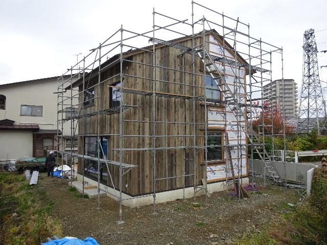 仙北町の家 大工工事が進行中です!_f0105112_05030156.jpg