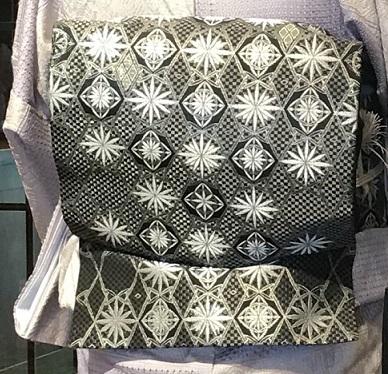 11周年・素敵なスワトウの大島にまいづる螺鈿名古屋帯。_f0181251_13551531.jpg