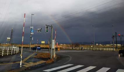 雪国の冬の昼間は虹がよく出る_b0126182_21441080.jpg