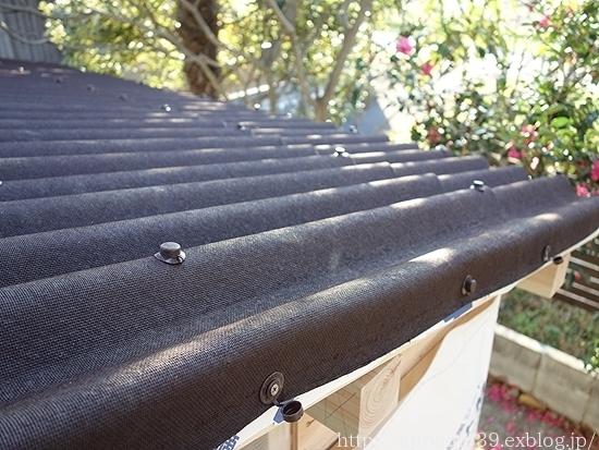 冬の庭しごと ガーデンシェッドの屋根材の取りつけ_c0293787_19511734.jpg