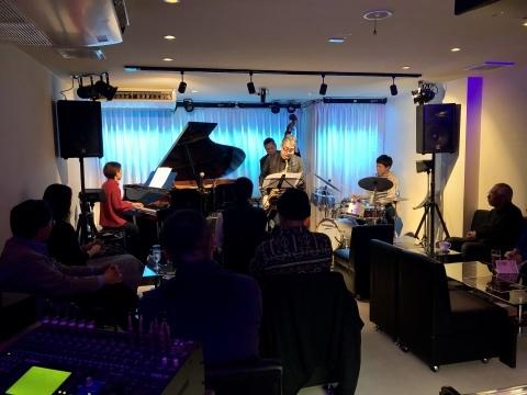 広島 ジャズライブカミン  Jazzlive Comin本日12月20日水曜日のライブ_b0115606_12501945.jpeg
