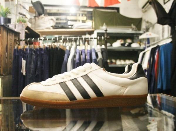 令和最初のヨーロッパ買い付け後記19 ただ真っ直ぐ。ベルリンからニュルンベルクへ 入荷70年代80年代adidas ヴィンテージスニーカー_f0180307_02460687.jpg