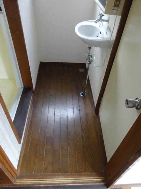 貸家の浴室リフォーム工事の様子_f0105112_04380903.jpg