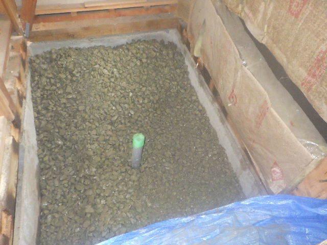 貸家の浴室リフォーム工事の様子_f0105112_04435447.jpg