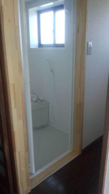 貸家の浴室リフォーム工事の様子_f0105112_04490714.jpg