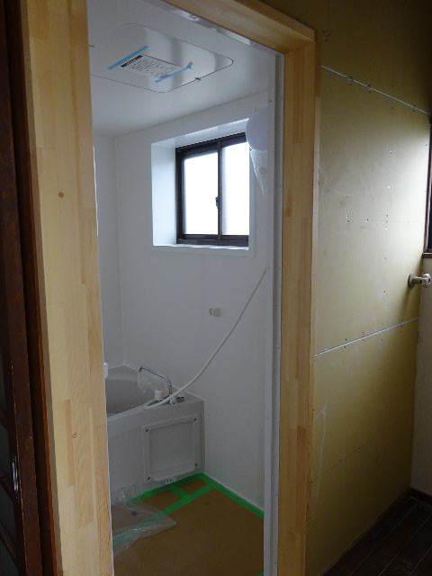 貸家の浴室リフォーム工事の様子_f0105112_04490755.jpg
