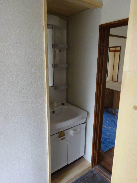 貸家の浴室リフォーム工事の様子_f0105112_04561828.jpg