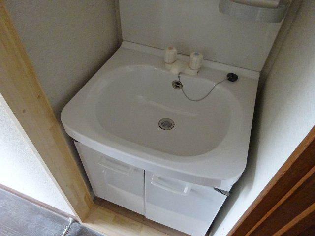 貸家の浴室リフォーム工事の様子_f0105112_04561836.jpg