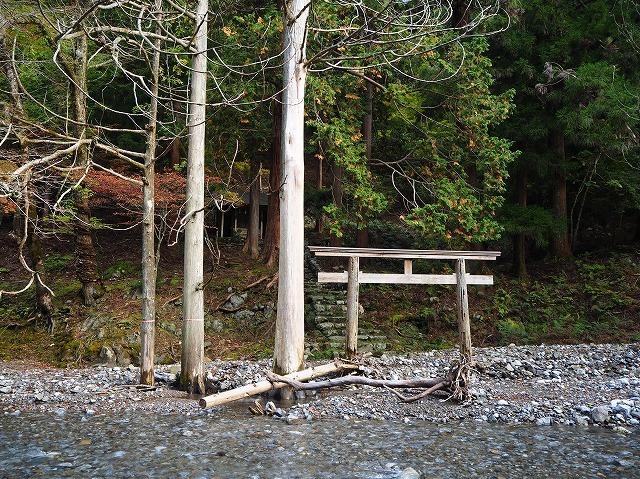 2019/11/4【鈴鹿】茨川から御池 ~ 廃村から川を歩いて亀尾を登る ~_e0403837_16155440.jpg
