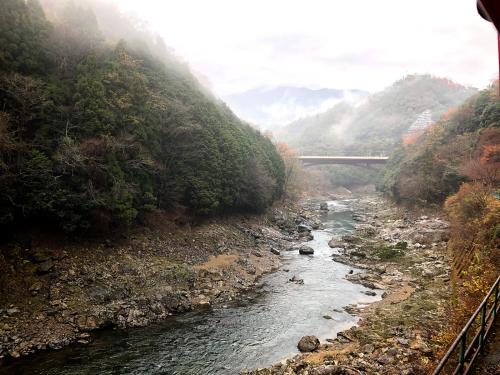 嵐山トロッコ列車_e0292546_03363534.jpg