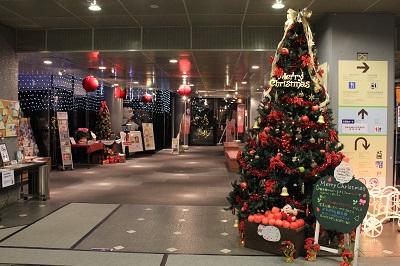 りんごの街のクリスマスツリーの装飾は?_d0131668_1811436.jpg