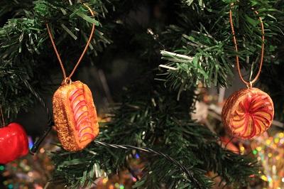 りんごの街のクリスマスツリーの装飾は?_d0131668_1813186.jpg