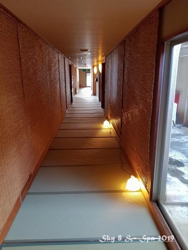 ◆ 30年ぶりの伊豆長岡温泉へ、その3 着物で彩られた全館畳敷きの宿「楽山やすだ」へ 到着編(2019年12月)_d0316868_10044550.jpg