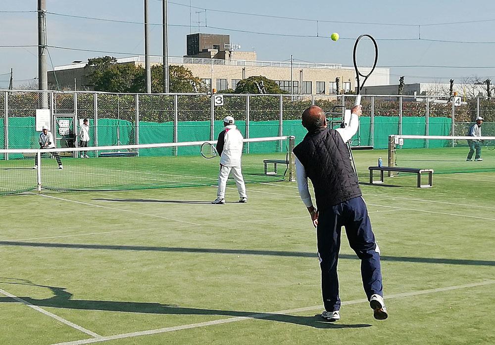 好天続きのシニアテニス_b0114798_16563718.jpg