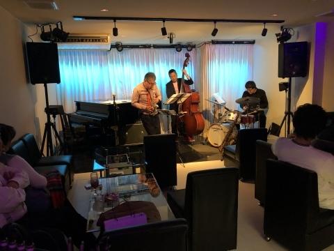 広島 ジャズライブカミン  Jazzlive Comin本日12月19日木曜日のライブ_b0115606_11451821.jpeg