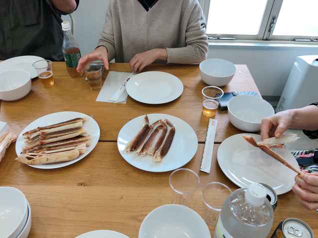 蟹パーティー 蟹刺身 バター焼き スイートチリソース焼き 鍋_f0140145_21081066.jpg