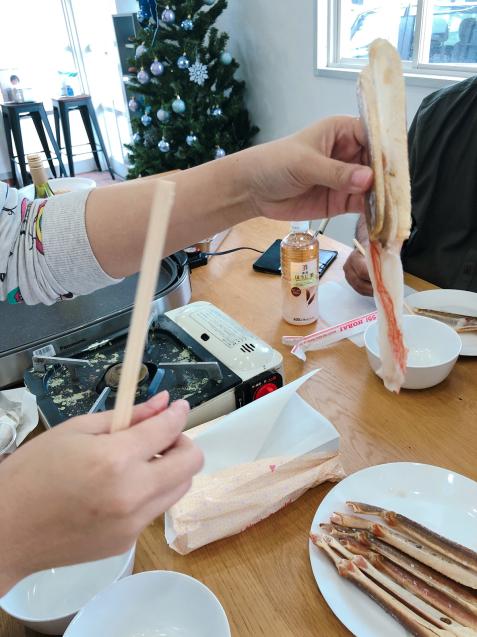 蟹パーティー 蟹刺身 バター焼き スイートチリソース焼き 鍋_f0140145_21081556.jpg
