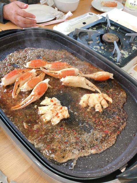 蟹パーティー 蟹刺身 バター焼き スイートチリソース焼き 鍋_f0140145_21084798.jpg