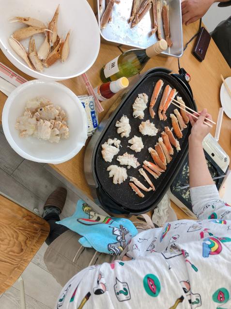 蟹パーティー 蟹刺身 バター焼き スイートチリソース焼き 鍋_f0140145_21121134.jpg