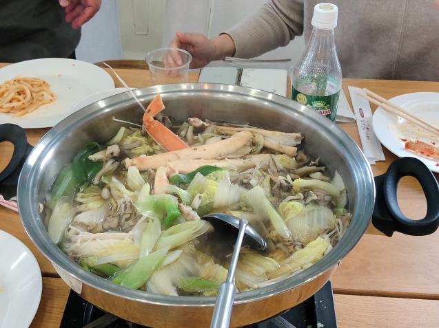 蟹パーティー 蟹刺身 バター焼き スイートチリソース焼き 鍋_f0140145_21125543.jpg
