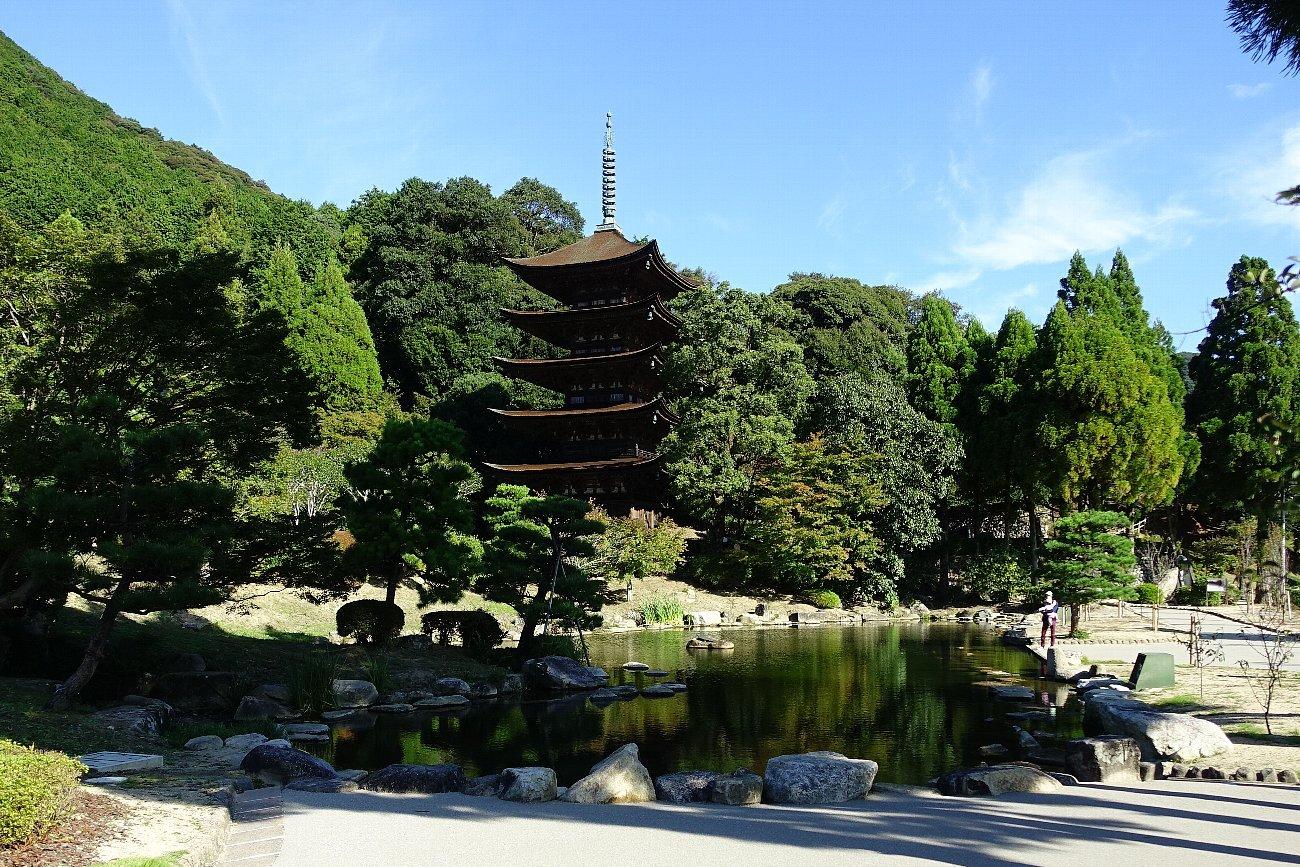 瑠璃光寺 五重塔と池泉庭園_c0112559_08184564.jpg